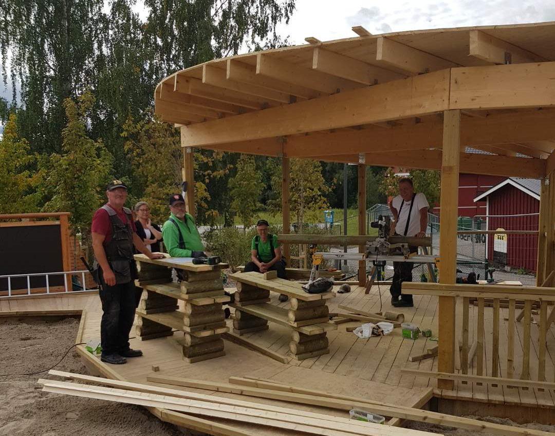Mycket hjärta och hjärna då Veteranpoolen bygger lekplats i Luleå