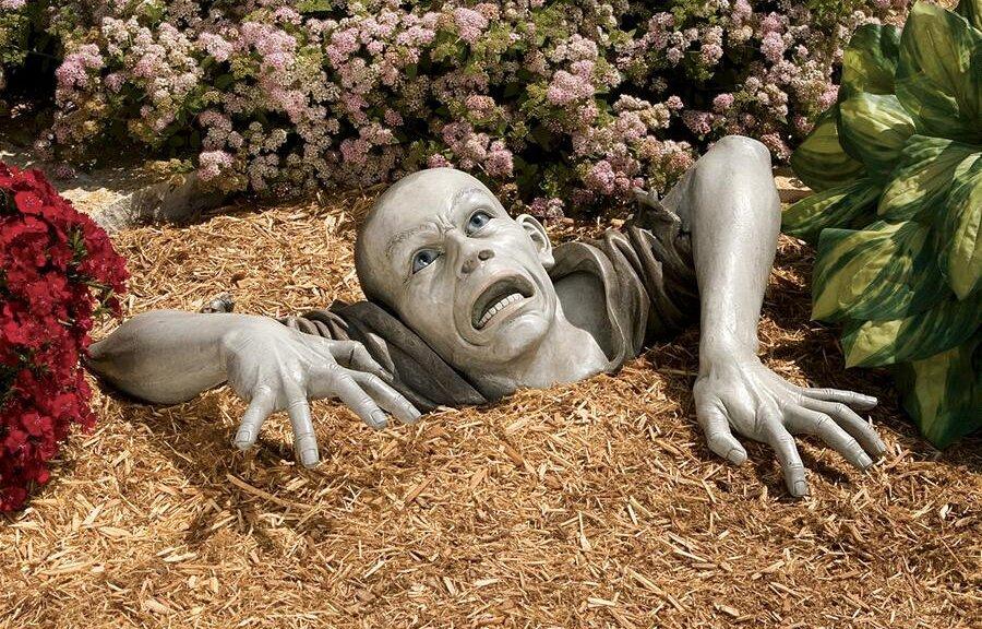 Pigga upp trädgården med en zombie